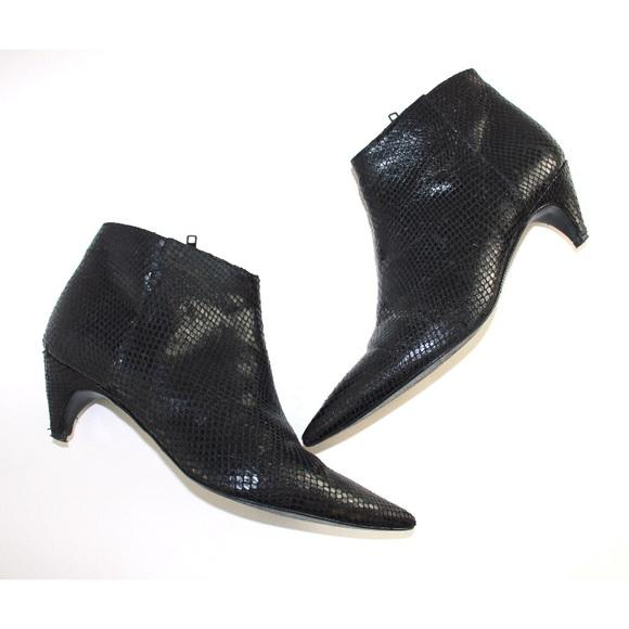 Zara Shoes - Zara Embossed Leather Pointed Low Heel Bootie